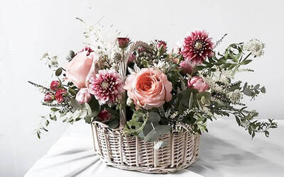 90-Minute Hand Bouquet Arrangement Workshop with Assorted Imported Flowers for 1 Person