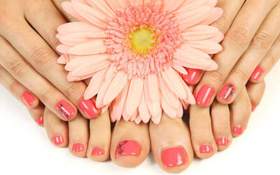 1x Manicure + Pedicure + Spa Scrub Treatment + Massage + Nail Polish (45-60 Menit)