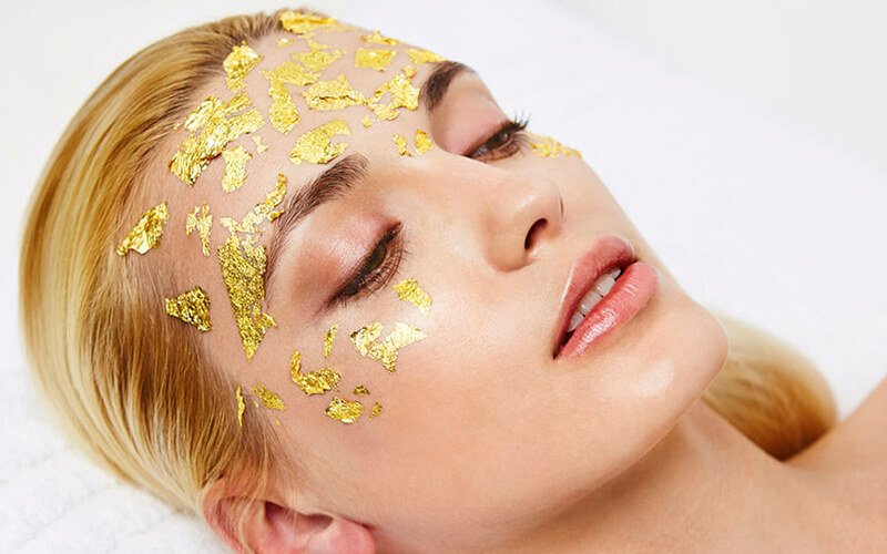 Facial Gold Radiance + Cleansing + Face Massage + Microdermabrasi + Steaming + Extrasi + Masker Gold (60 Menit)