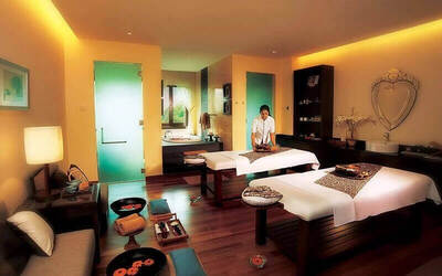 (Sat - Sun) 80-Minute Balinese Massage and Foot Massage for 2 People