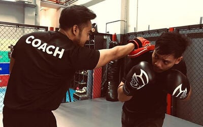 1-Hour Kickboxing / Muay Thai / Circuit Training Class for 1 Person (4 Sessions)