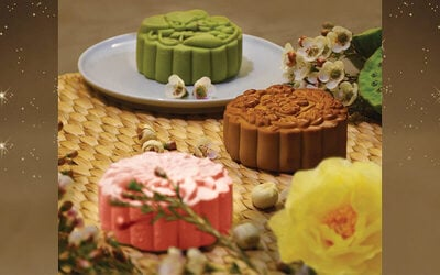 4-Piece Box of Low-Sugar Green Tea with Milk, Oriental Pearl, Crimson Opera, and Violet Harmony Mooncakes