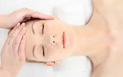 1-Hour Carbon Omega Light Facial for 1 Person (2 Sessions)