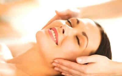 Totok Aura + Hot Stone Therapy + Massage Dada + Masker Wajah + Perawatan Telinga