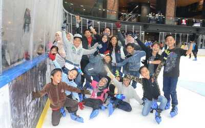 (PH and School Holiday) Unlimited Ice Skating with Rental Skates for 1 Person