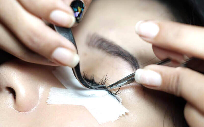 1x Volume Eyelash Extension by Senior Therapist + Serum  + Eyelash Brush
