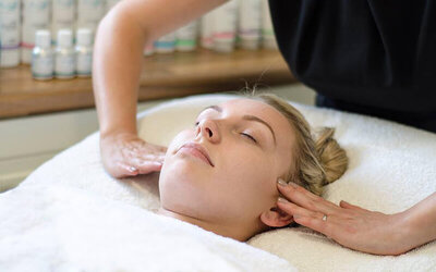 1.5-Hour Hydrating and Brightening or Collagen Facial for 1 Person