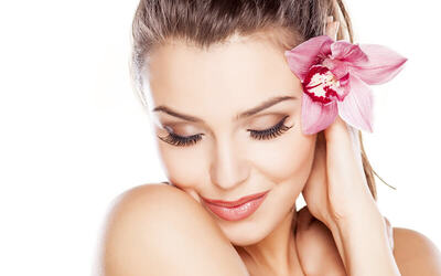 2-Hour Collagen / Hydrating Facial + Aromatherapy Back Massage for 1 Person