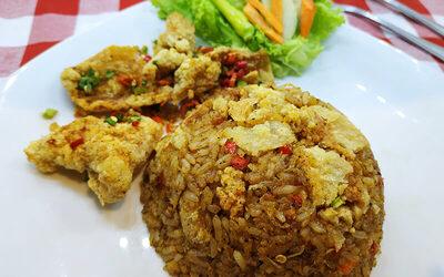 Paket Makan 1 Chicken Misoa / Chicken Skin Fried Rice / Kwetiaw with Salted Egg Sauce + 1 Ice Tea