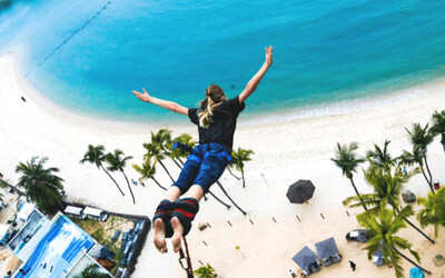 Singapore: AJ Hackett Bungy Jump + Vertical Skywalk Admission for 1 Person