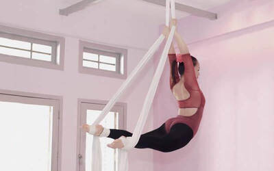 Six (6) 1-Hour Aerial Silk Beginner Classes for 1 Person