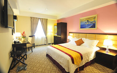 Melaka: 2D1N Stay in Deluxe Room for 2 People + Breakfast + River Cruise Tickets