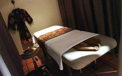 1-Hour Aromatherapy Massage for 2 People