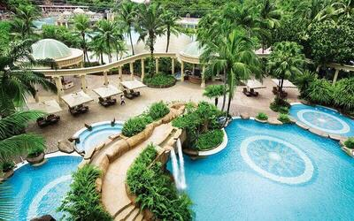 Sunway: 2D1N Stay in Club Room with Breakfast + Sunway Lagoon 1-Day Admission for 2 People