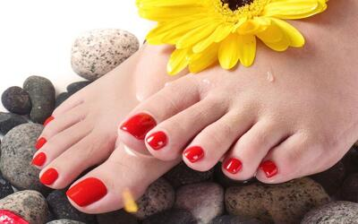 Gelish Pedicure with Return Soak-Off and Foot Soak for 1 Person (1 Session)