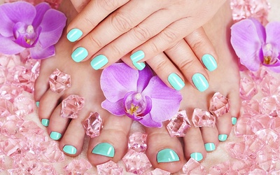 Gel Pedicure with Return Soak-Off + Complimentary Hair Treatment for 1 Person (1 Session)