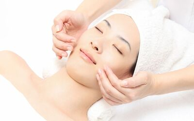 2-Hour Facial with Face Pressure Point Massage for 2 People (Weekend)