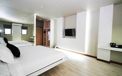 (Free and Easy) L Hotel Batam: 2D1N Stay in Superior Room with Return Ferry Transfer from Johor for 1 Person