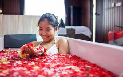 Choose Yourself Massage (Massage + Flower Bath)