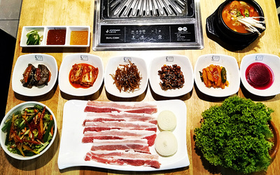 Korean BBQ Pork Set with Refillable Side Dishes for 2 People