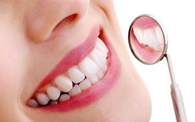 Scaling Rahang Atas dan Bawah + Polishing + Pemeriksaan dengan Intra Oral Camera + Konsultasi
