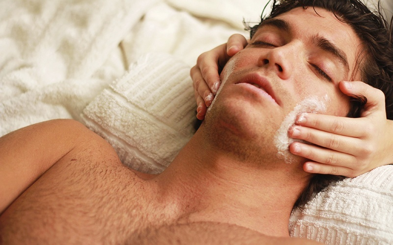 90-Minute Men's Diamond Peel Facial with Oxygen Therapy Infusion (3 Sessions)