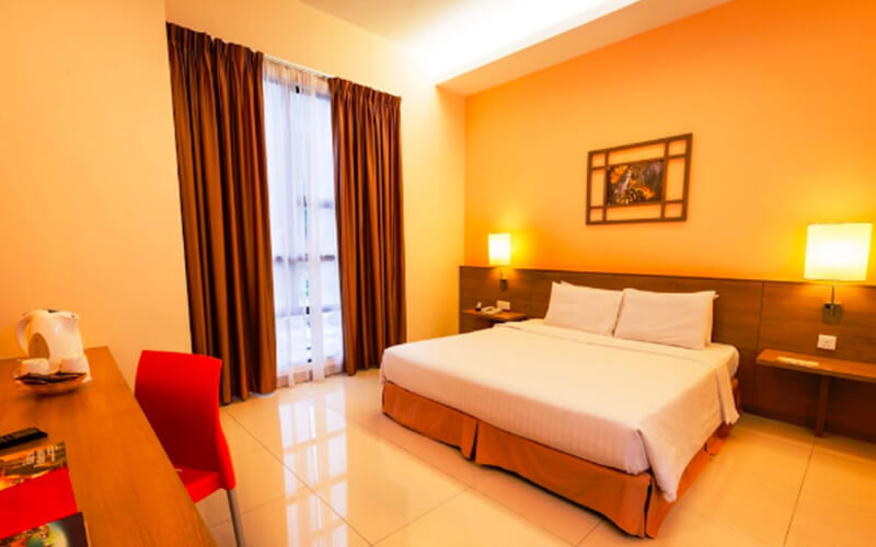 Ipoh: 2D1N Stay in Exotic Room with Breakfast and Tickets to Sunway Lost World Hot Springs Night Park for 2 People