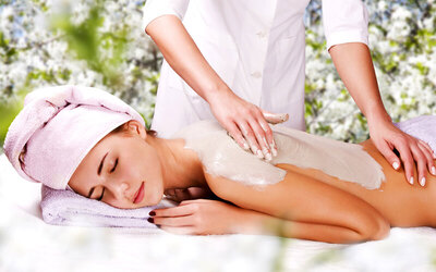 Full Body Massage + Bleaching Full Body (90 Menit)