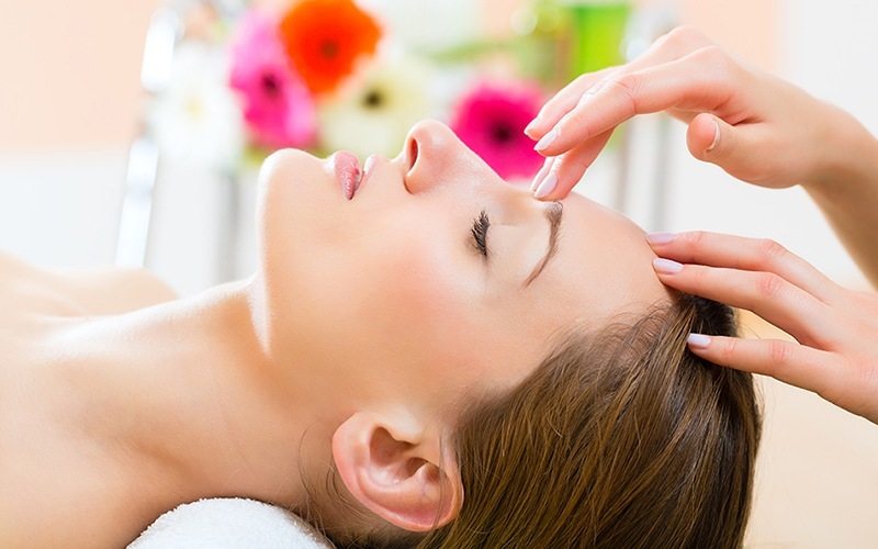2.5-Hour Decleor Facial and Nail Indulgence for 1 Person (1 Session)
