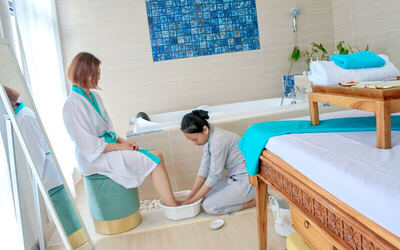 1x Sea Salt Foot Bath + Body Massage + Face Massage + Body Sauna with Slimming Herbs + Warm Bath with Slimming Herbs + Ginger Tea