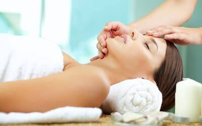 2-Hour Facial with Face Pressure Point Massage for 2 People (Weekday)
