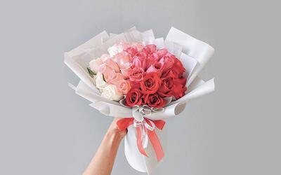 50-Stem Ombre Rose Bouquet