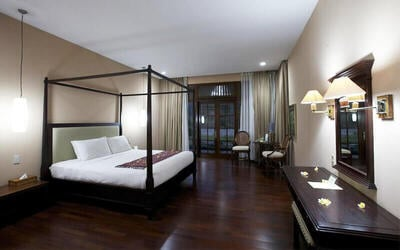 Sukabumi: 2D1N in Deluxe Room + Breakfast + 30 Minute Massage + Entrance Ticket to taman national halimun