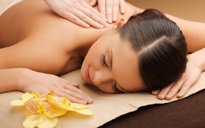 Back Release Massage with Aromatic Oil + Foot Bath & Shower (75 Minutes)