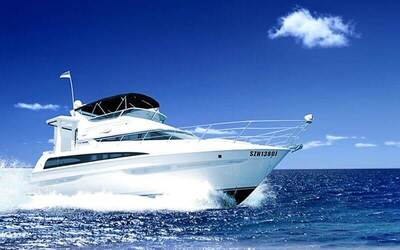 (Mon - Thu) 4-Hour Sunrise Luxury Yacht Charter for 8 People