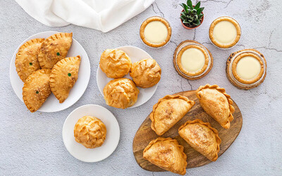 Party Set Bundle with Egg Curry, Sardine / Curry Puffs and Egg Tarts for 4 People