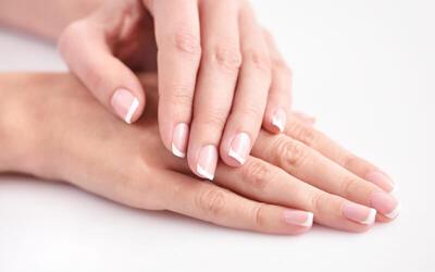 Manicure + Top Coat + Vitamin Nail + Scrub