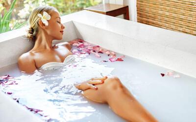 Aura Seri Bath with 7 Ritual Flowers for 1 Person