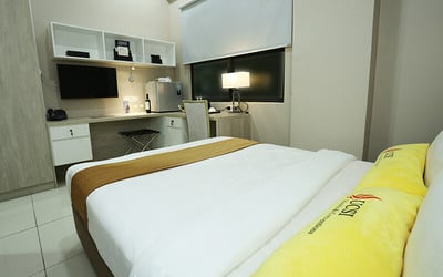 Kuala Lumpur: 2D1N Stay in Standard Room with Breakfast for 2 People
