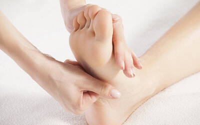1-Hour Foot Reflexology with Back and Shoulder Massage for 1 Person (1 Session)