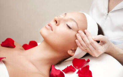 2-Hour Aqua Moist Facial for 1 Person