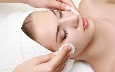 100-Min Ultra Sono Facial Treatment + Eye Therapy for 1 Person