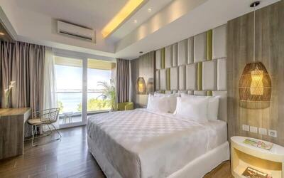 Bali: 4D3N Deluxe Room Pool View + Breakfast + 1 Way Airport Transfer + Minibar