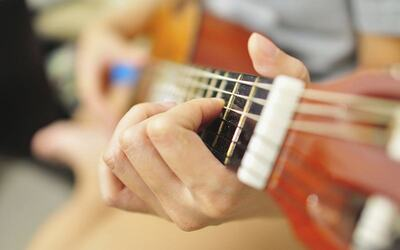 1-Hour Guitar / Ukulele Beginner's Class for 1 Person (6 Sessions)