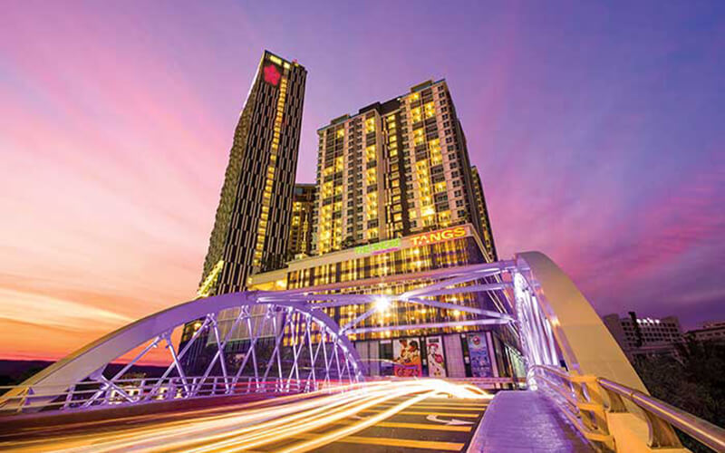 Melaka: 2D1N Stay in Deluxe Room + Admission to Upside Down House Gallery Melaka for 2 People