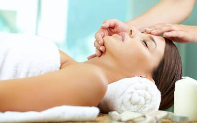 2.5-Hour Skin Facial Whitening/Pigmentation with Shoulder Massage for 1 Person