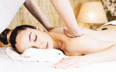 Aromatherapy Massage + Herbal Ball + Body Scrub + Face Masker + Shower + Complimentary Ginger Tea (105 Menit)