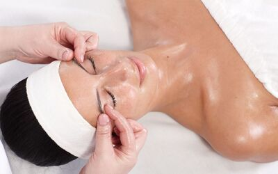 2-Hour Facial with Face Pressure Point Massage for 1 Person (Weekend)
