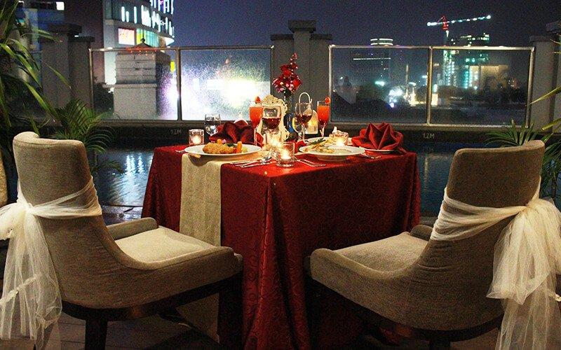 Poolside Romantic Dinner for 2 Persons