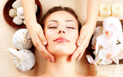 1.5-Hr Oil Seeds and Skin Tag Removal Facial for 1 Person